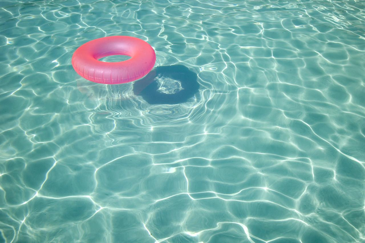 Inner tube in swimming pool for Piscine a tube